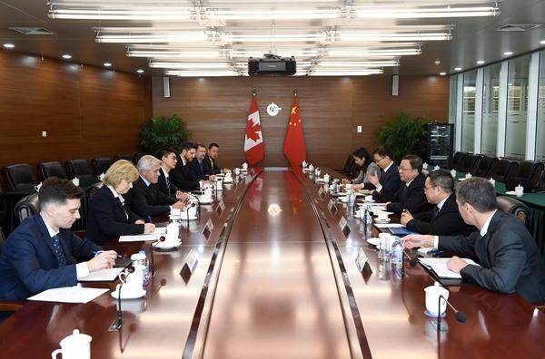 中国海洋石油集团有限公司 要闻 杨华会见加拿大与省